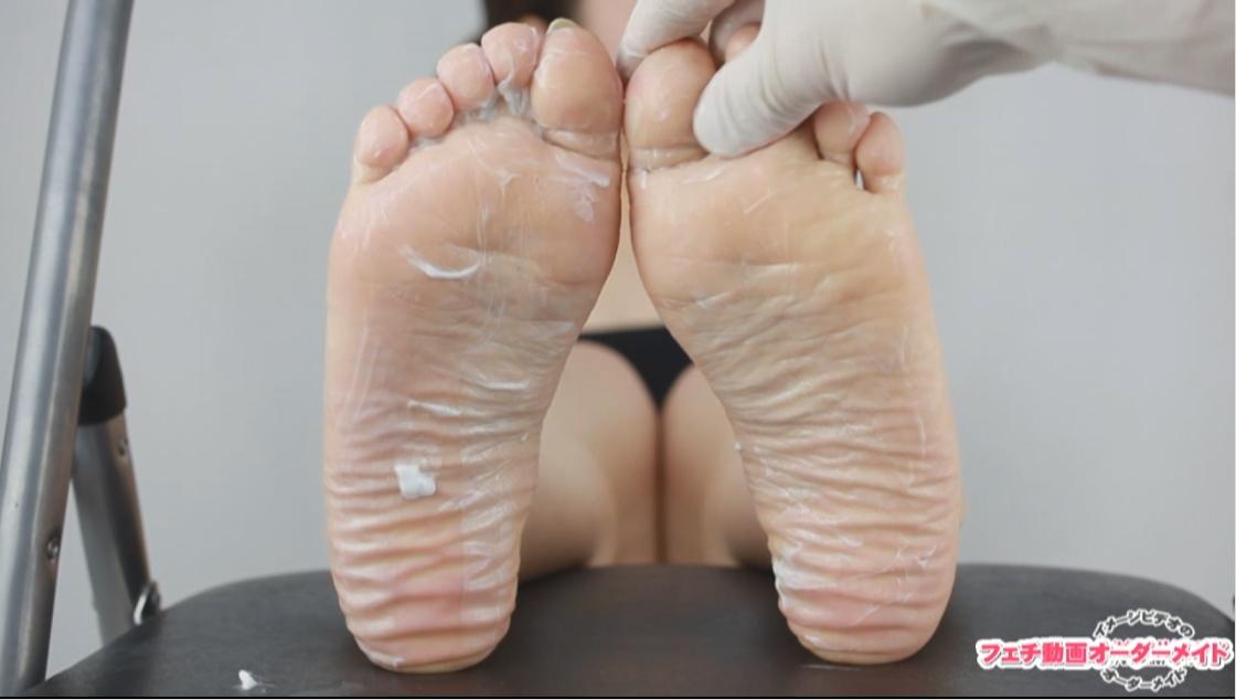 女性の足の裏の写真