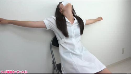 看護婦さんの首もと