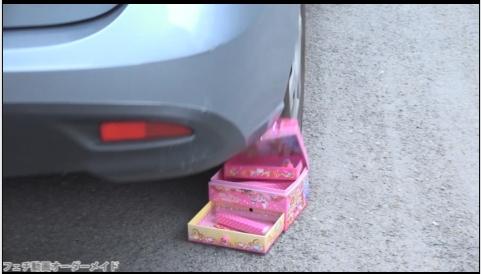 女性が運転して物を壊すフェチ