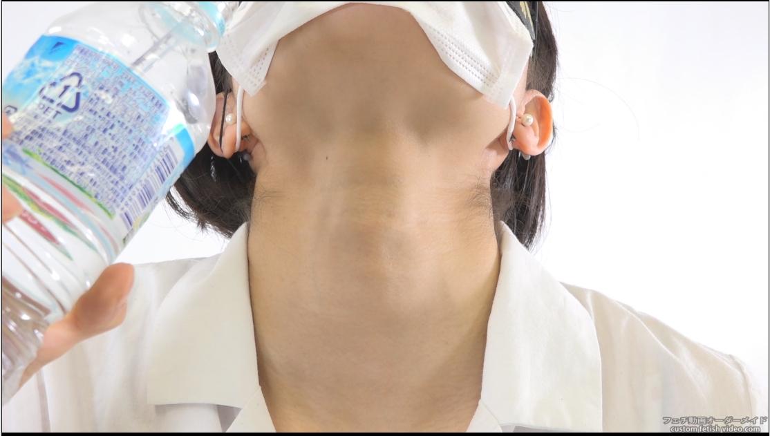 喉が動いているAV