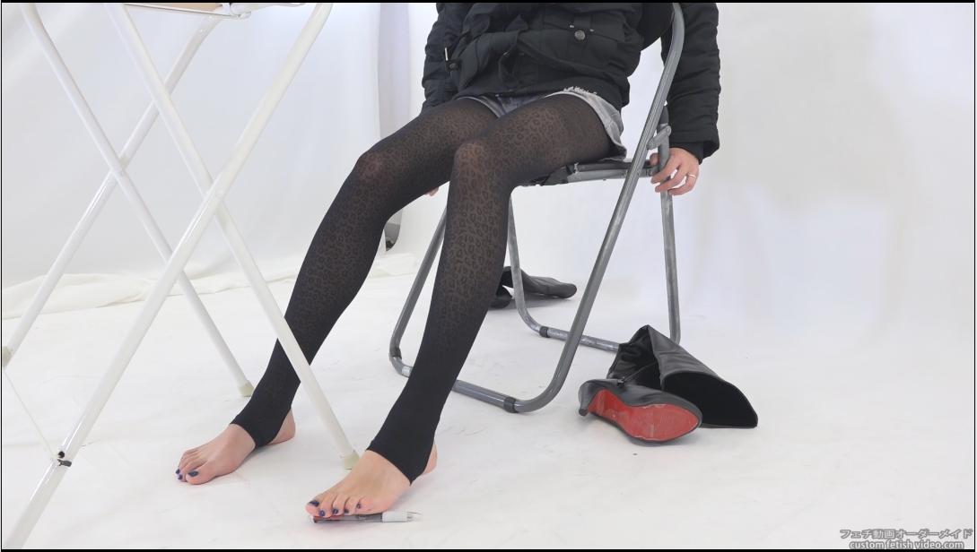 細い綺麗な脚とストッキング