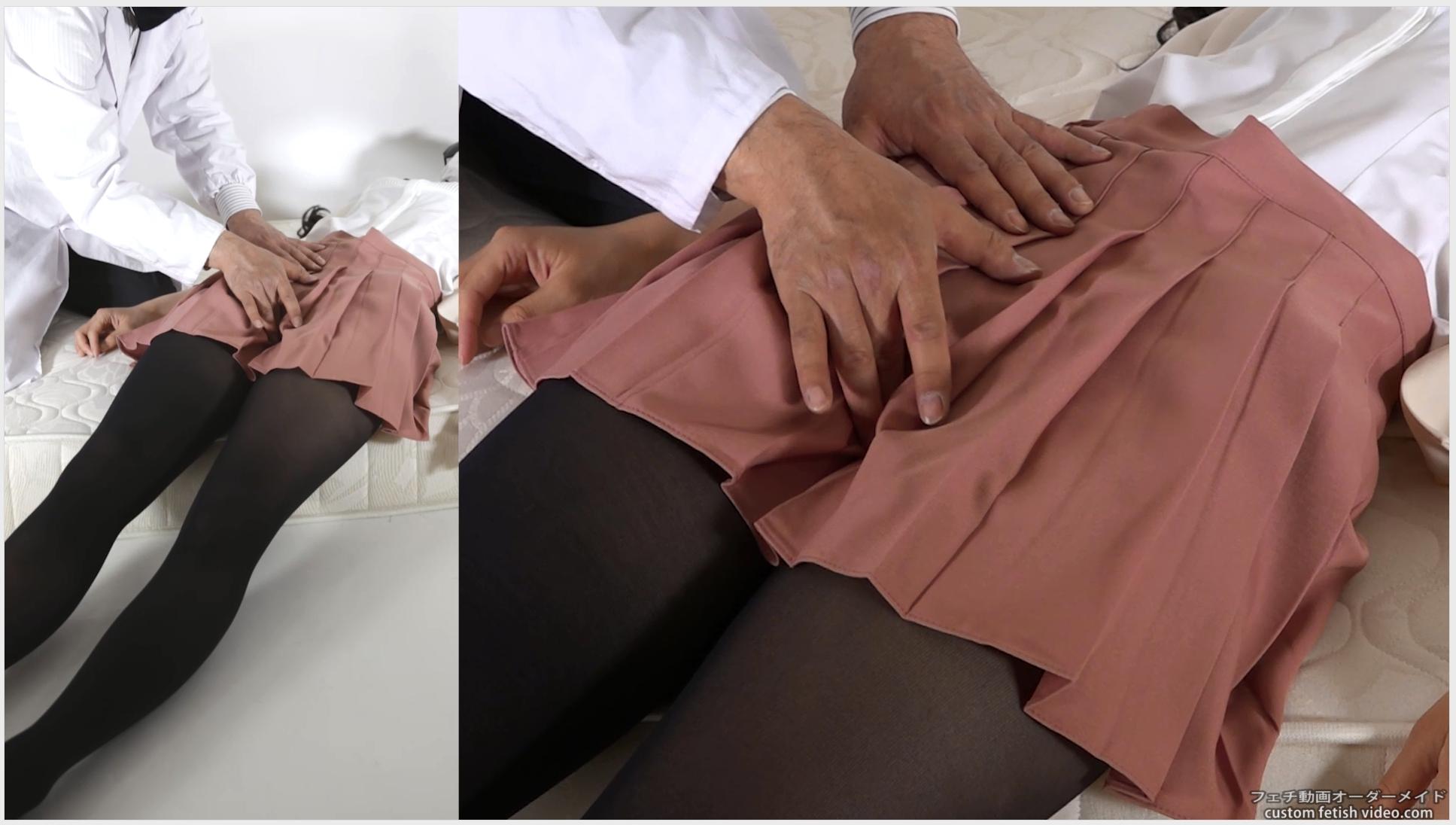 男の手によって触られる股間