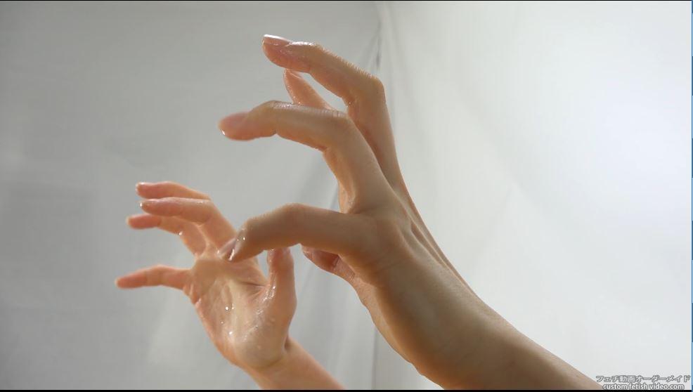 水で濡れたくすぐるような仕草の指