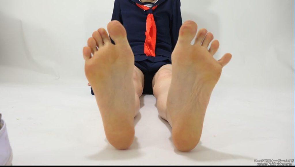 女子高生の足の指