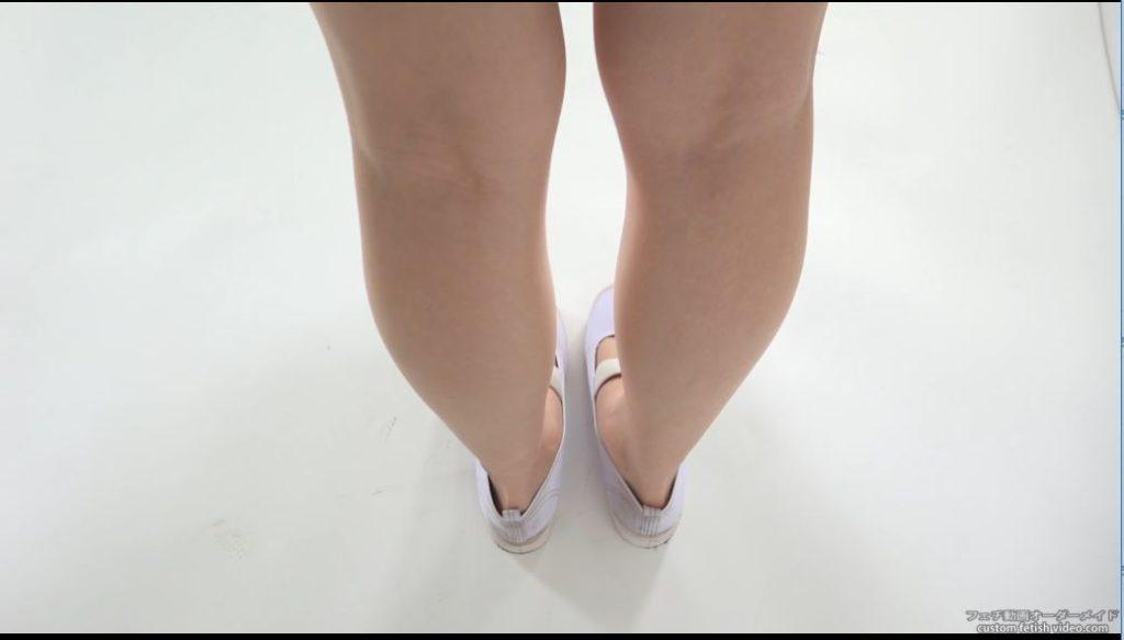 裸足の女子高生