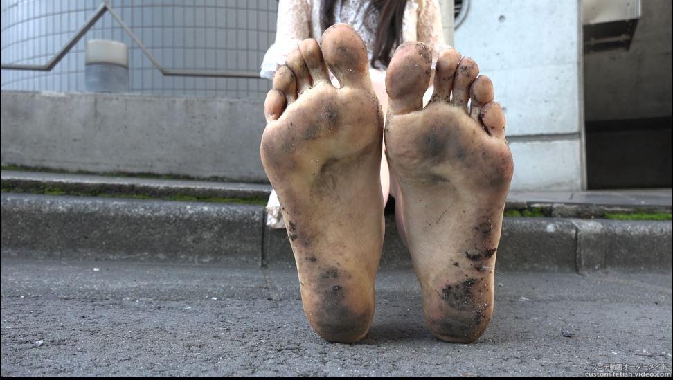 汚い女性の足裏